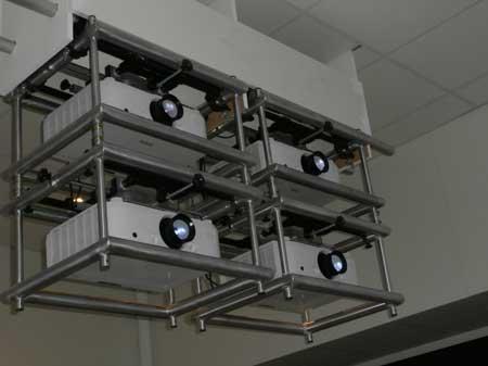 Cztery projektory NEC PA622U sprzężone w Edge blendingu